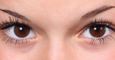 Die häufigsten Fehler beim Augenbrauen zupfen!