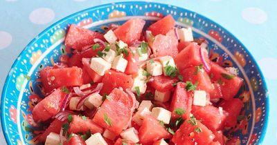 Gekühlter Melonensalat ist der perfekte Snack für heiße Tage!