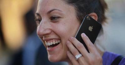 So vermeidest du Pickel durch dein Smartphone