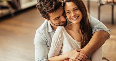 Diese Liebesbeweise zeigen dir, wie er sehr er dich liebt