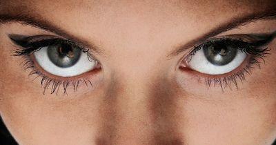 So lasst ihr eure Augen größer wirken
