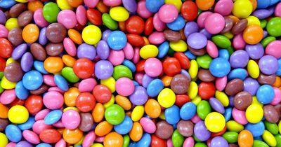 Leckerer Smarties-Kuchen in nur fünf Minuten