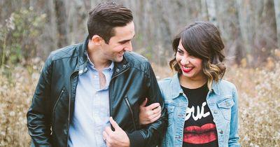 Diese 3 wunderschönen Dinge passieren, wenn du dich in einer glücklichen Beziehung befindest
