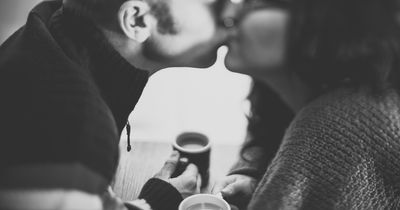 Daran erkennst du, dass er verliebt in dich ist