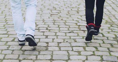 Das passiert, wenn du nur flache Schuhe trägst
