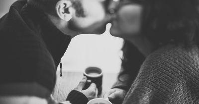 Das tut JEDE von uns, wenn sie in einer neuen Beziehung ist (aber niemand gibt es zu!)