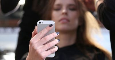 So wird dein Smartphone nicht zum Beziehungskiller