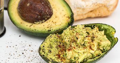Achtung: Diese Fehler machen wir alle beim Avocado-Essen!
