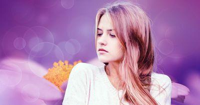 Aufgepasst: So beeinflusst deine Periode deine Haare!