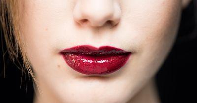 So hält dein Lippenstift den ganzen Tag