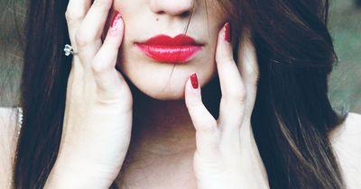 In nur 5 Schritten zu weichen Lippen