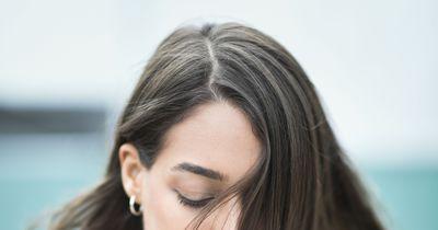 So trainierst du dein Haar weniger zu fetten