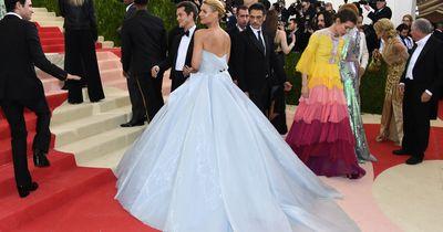 Dieses Kleid leuchtet