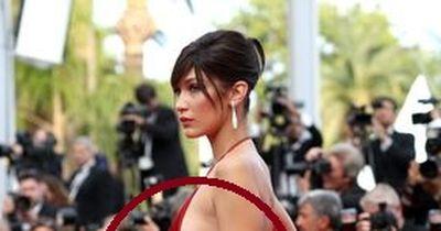 Bella Hadid: Dieses Kleid lässt tief blicken