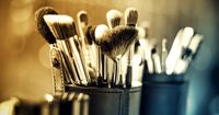 So einfach reinigst du deine Beauty-Tools