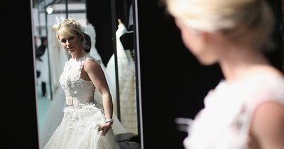 Schon mal gesehen? Hochzeitskleider aus Toilettenpapier