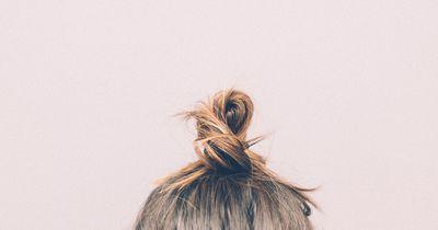 Glänzende Haare im Schlaf