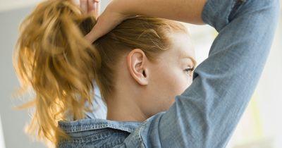 4 Angewohnheiten, die deine Haare zerstören