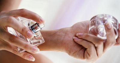 Deshalb solltest du im Sommer nie Parfum tragen