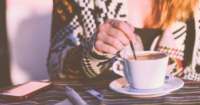Wenn du deinen Kaffee so trinkst, nimmst du ab