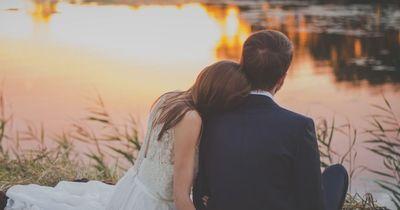 Wer das in seiner Beziehung macht, bleibt ewig verliebt