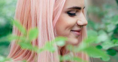 So färbst du dein Haar mit Papier