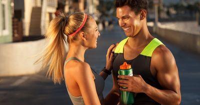 So wirkt sich Sport auf dein Liebesleben im Bett aus