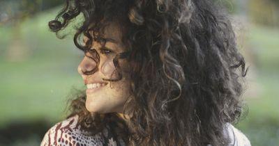 Vergiss teure Styling-Produkte: Das macht Bier mit deinem Haar!