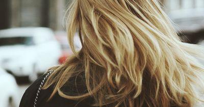 Wenn du deine Haare offen trägst, dann bitte nur noch so