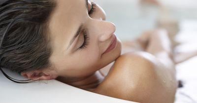 Dieser Dusch-Fehler ruiniert deine Haut