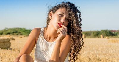 10 Dinge, die nur Frauen mit Locken verstehen