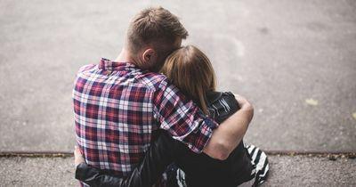 Ausgerechnet das machen glückliche Paare nicht
