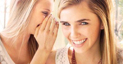 Weiße Zähne ohne Chemie! Diese Lebensmittel machen es möglich