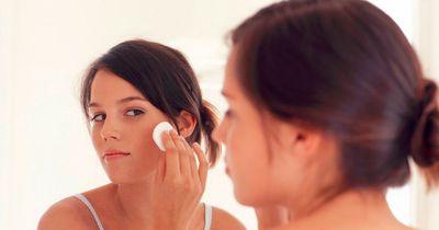 """""""Haarspray schädigt die Lunge"""" – Kosmetik-Mythen im Check"""