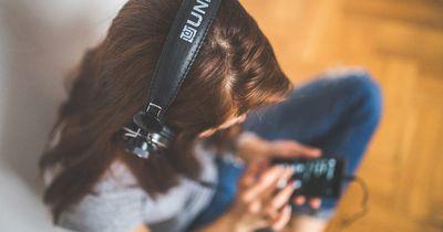 So sehr schaden Kopfhörer deinen Ohren