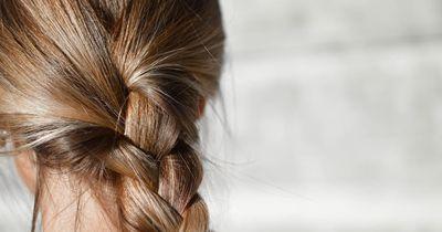 Das Geheimnis perfekter Haare: Wasch sie verkehrt herum!
