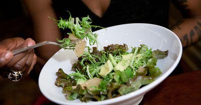 7 Tipps, wie du mit dem Essen aufhörst, wenn du satt bist!