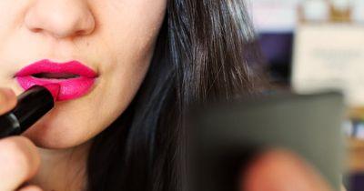 Darf ich im Restaurant eigentlich die Lippen nachziehen?