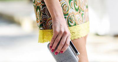 Mach deinen individuellen Nagellack aus Lidschatten!