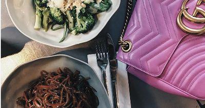 5 schlechte Mittagsgewohnheiten, die du leicht vermeiden kannst