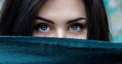 Endlich Augenbrauen zupfen ohne Schmerzen!