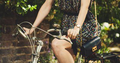 Mit Rock Fahrrad fahren? So geht's