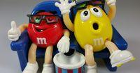 Mache leckere M&M-Cookies in der Mikrowelle!