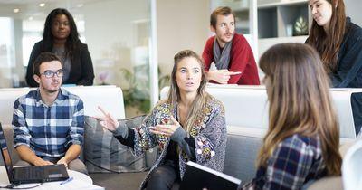 7 Probleme, die jede Frau aus dem Büro-Alltag kennt