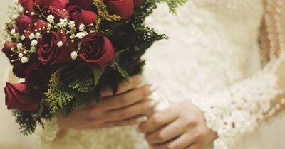 Sollte eine Frau bei der Hochzeit den Namen ihres Mannes annehmen?