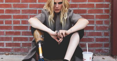 Dieses Model hat ein Bein verloren, weil sie ihren Tampon zu lange getragen hat