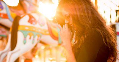 Diese 8 Dinge tut jede Frau, wenn sie allein ist