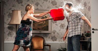 Mit diesen 8 Angewohnheiten bringt dein Partner dich auf die Palme!