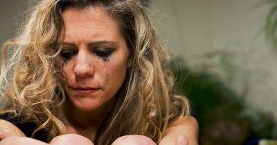 5 Selbstverteidigungstricks, die jede Frau kennen sollte!