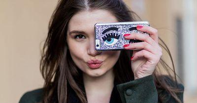 Verrückt: Vater stellt Selfies seiner Tochter nach